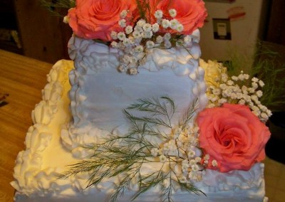 Small Wedding Cake with fresh Flowers